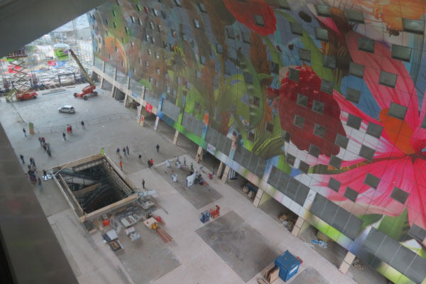 arno-coenen-horn-of-plenty-digital-mural-at-rotterdam-markthal-10