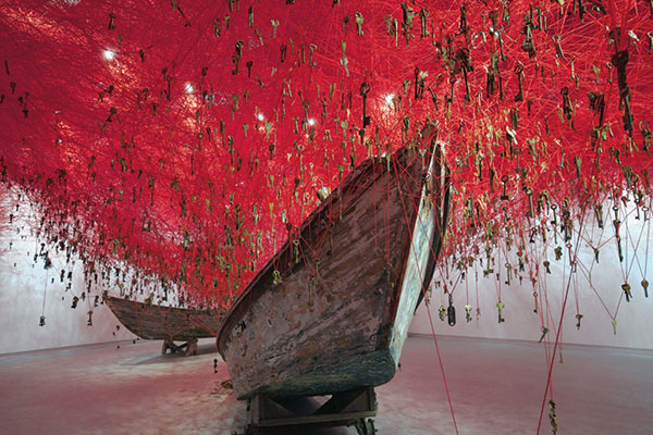 chiharu-shiota-the-key-in-the-hand-venice-art-biennale-02