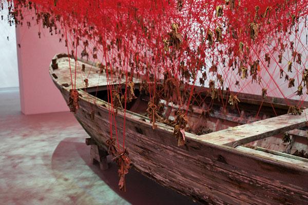 chiharu-shiota-the-key-in-the-hand-venice-art-biennale-04