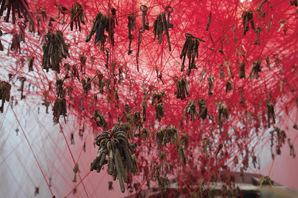 chiharu-shiota-the-key-in-the-hand-venice-art-biennale-05