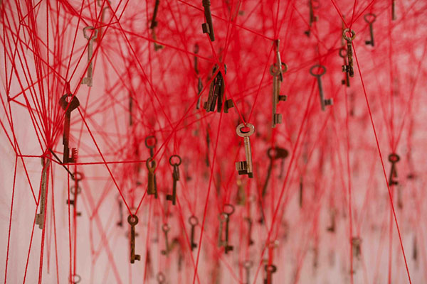 chiharu-shiota-the-key-in-the-hand-venice-art-biennale-06