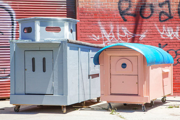 gregory-kloehn-turns-trash-into-shelters-for-the-homeless-02