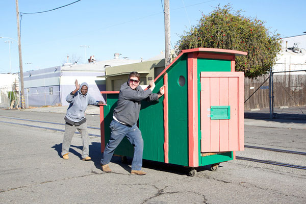 gregory-kloehn-turns-trash-into-shelters-for-the-homeless-09