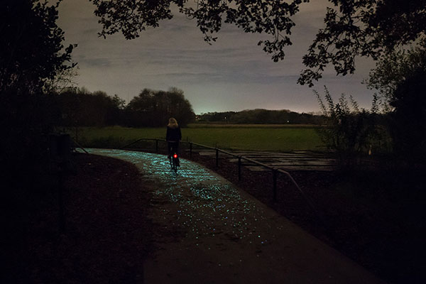 illuminated-bike-path-inspired-by-van-gogh-painting-studio-roosegaarde-07