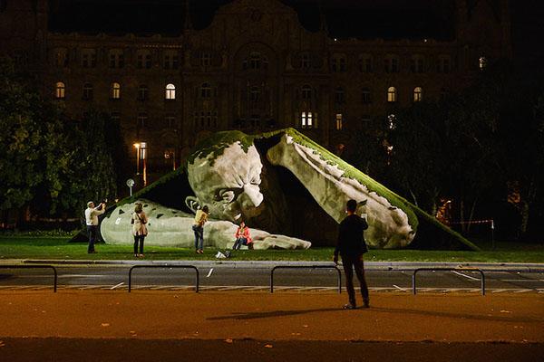 outdoor-human-sculpture- Feltépve-06