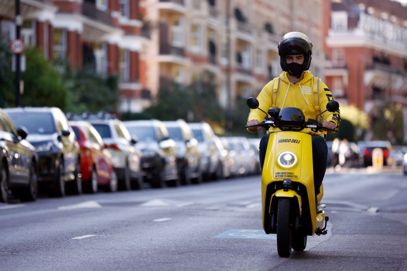Russian tech giant Yandex previews 15-minute food delivery service in London