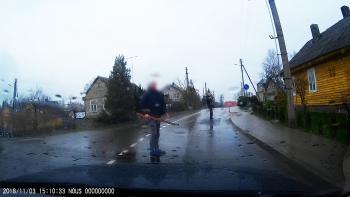 Registratorius užfiksavo, kaip ginklu grasinta policininkui