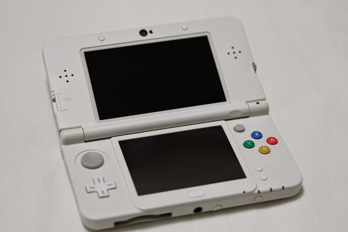 「Newニンテンドー3DS」を買ったので旧3DSとかと比較してみた