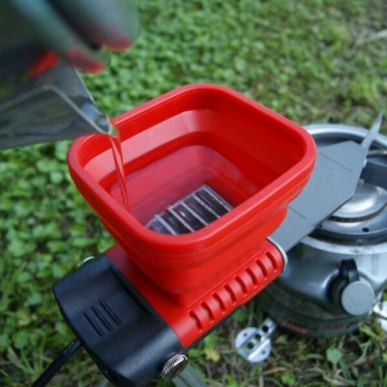 火と水で発電できるUSB充電器 - 水を入れる