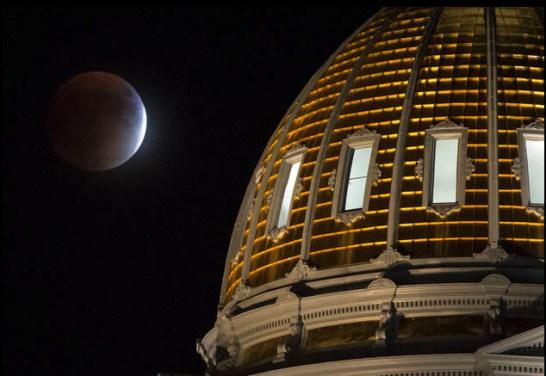 スーパムーン + 月食 - NASA -1
