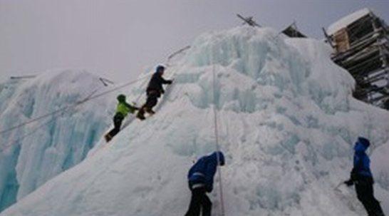 公認山岳ガイドが指導 ピッケル&アイゼンワークとアイスクライミング体験八ヶ岳2days