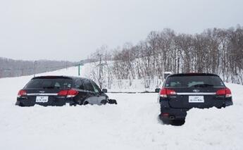車が雪で埋まった場合はマフラー周りの除雪を!