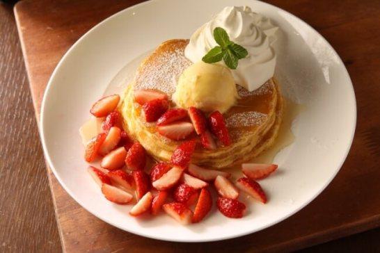 Kua'aina いちごとメープルのパンケーキ