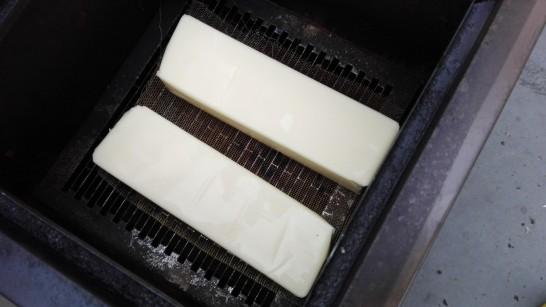ファミリアチーズ - 燻製前