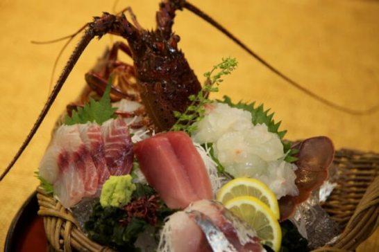 伊勢海老のお造りと鮮魚3種盛り合わせ(あら汁付)