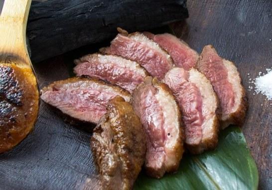 炉とマタギでは、猪肉は炭火でジューシーにお召し上がりいただけます