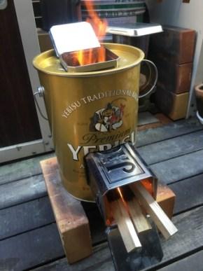 ビールの入っていたミニペール缶と、ウイスキーの入っていた金属製の箱を再利用。材料代「ほとんどゼロ」のモバイルロケットストーブ(愛知県・吉田さん製作)