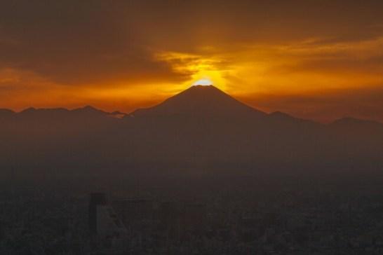 ダイヤモンド富士 - 池袋サンシャインシティ