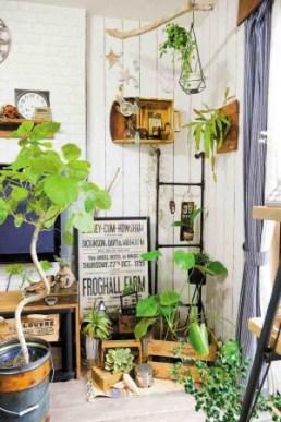 観葉植物や切り花、フェイク、ハンギングなど、部屋でも楽しめるアイディアも