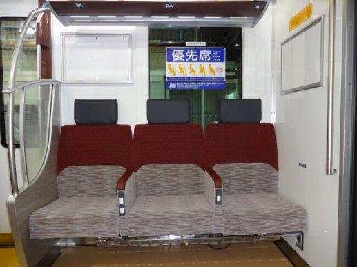 ≪3人掛け固定座席≫