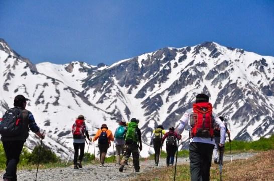 北アルプスの絶景を眺める白馬岩岳マウンテンリゾート- 残雪と新緑を楽しむ春の特別営業を実施