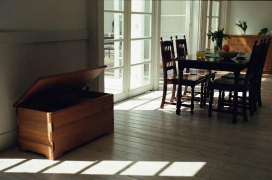 コロニアルシリーズ ダイニングテーブル、ハイバックチェア、トイBOX 無垢オーク+ラッカー塗装 トイBOX無垢アルダー+オイルフィニシュ+職人魂