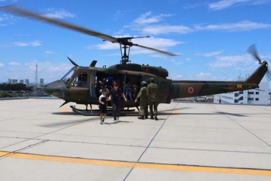 自衛隊ヘリコプターの体験搭乗(昨年のキャンプの様子)