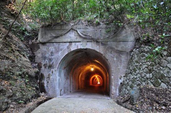 明治時代に作られた宇津ノ谷隧道