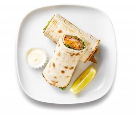 サーモンと彩り野菜のラップサンド