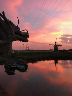 印旛沼に沈む夕陽に映えるふるさと広場