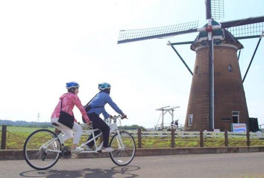 サイクリングロードを2人乗りのタンデム自転車で!