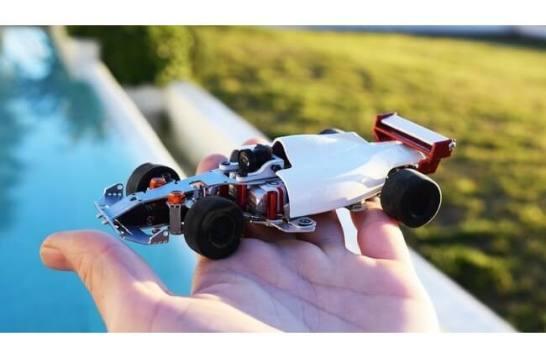 最小のミニレーシングカー「マイクロツーリズモ」