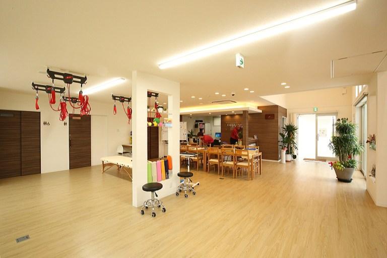 室内は広々とゆったりしたスペースで、安心して施術を受けられます。