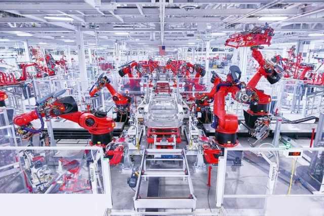 Обновления на заводе Tesla