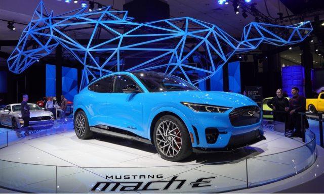 ПО в Ford Mustang Mach-E будет обновляться автоматически