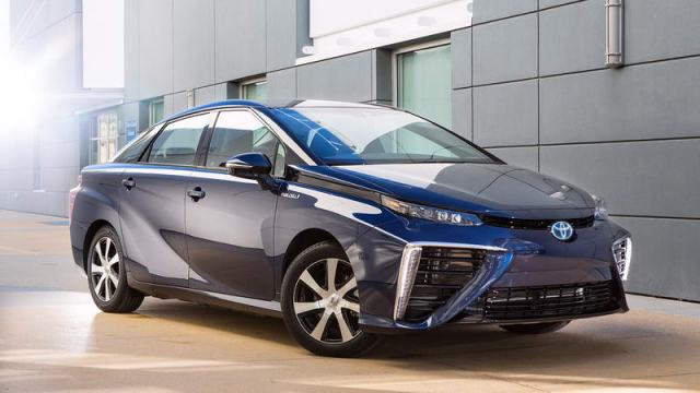 Гибрид Toyota Mirai – водородное будущее автопрома?