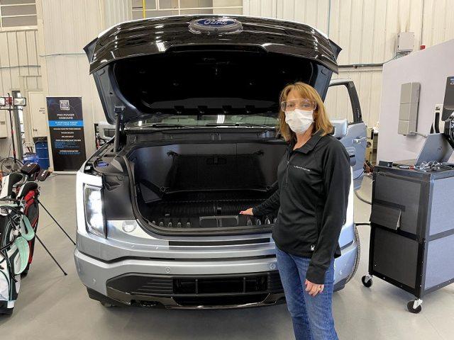 Ford F-150 Lightning электропикап передний багажник