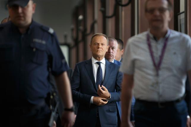 czy Donald Tusk przyjedzie na przesłuchanie