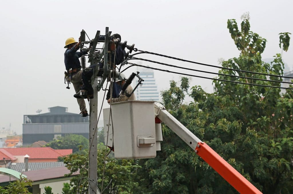 Journeyman Lineworker Killed in Overhead Electrical Line Accident