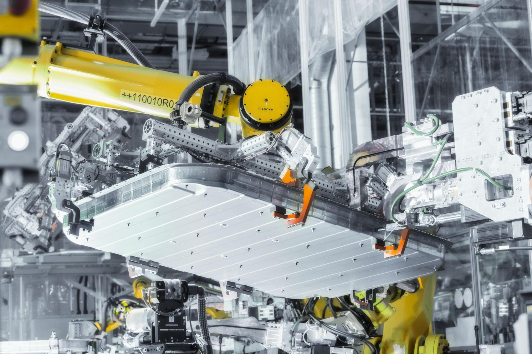 Châssis-plancher: Les 700 kg de batterie nécessitent un logement de haute sécurité. (Stefan Warter)