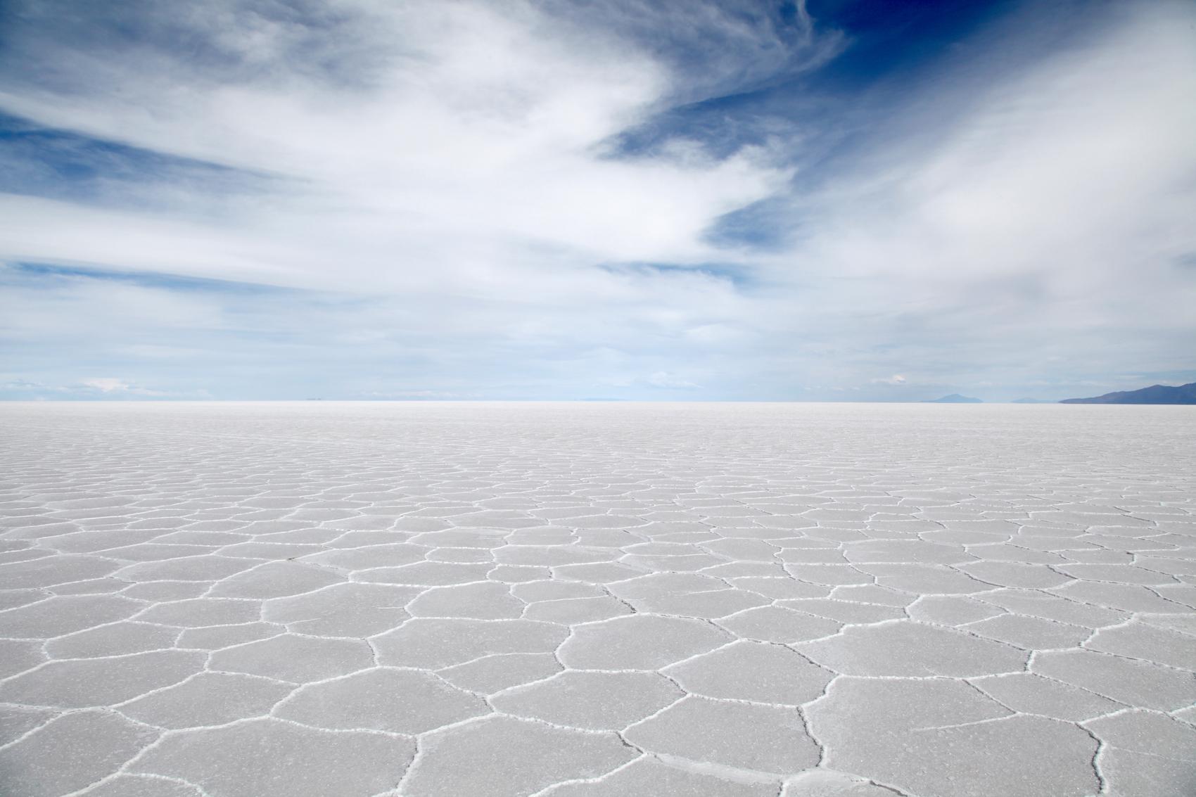 Les plus grandes réserves de lithium au monde sont ici: dans le lac salé Salar de Uyuni, en Bolivie (PHOTO: GETTY).