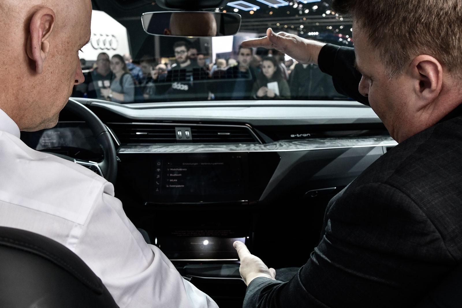 Il a la «pêche»: Lars Thomsen dans l'Audi Q4 e-tron Concept présenté en première mondiale à Genève.