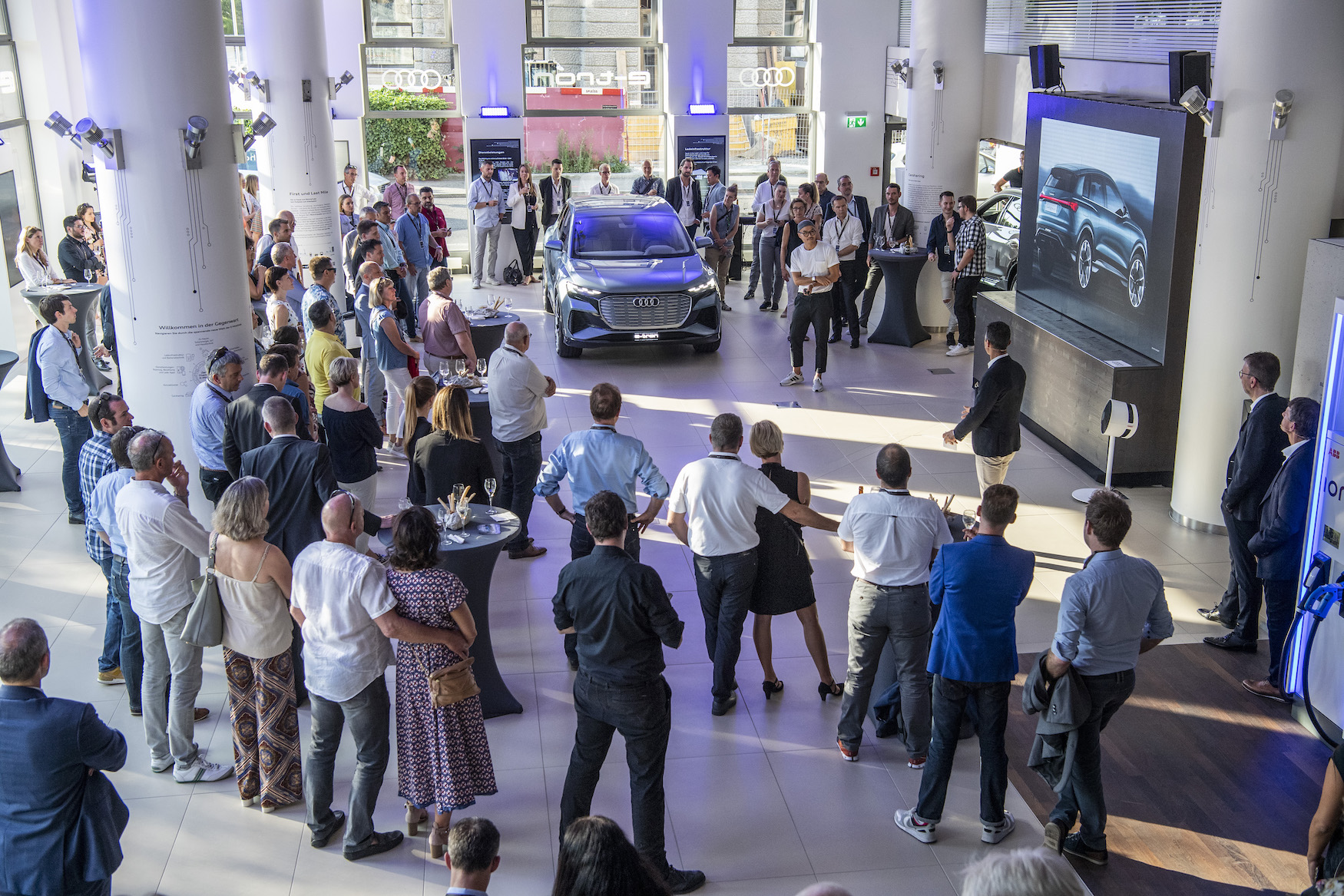 Impressioni dell'Audi e-tron experience center all'Utoquai 47 a Zurigo.
