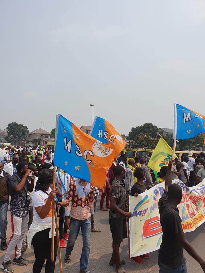 Journée paradoxale, la police transporte les manifestants par ici, et tire sur la foule là-bas. 3 combattants tués, l'UDPS demande le départ du ministre UDPS de l'Intérieur (Kabuya) 7