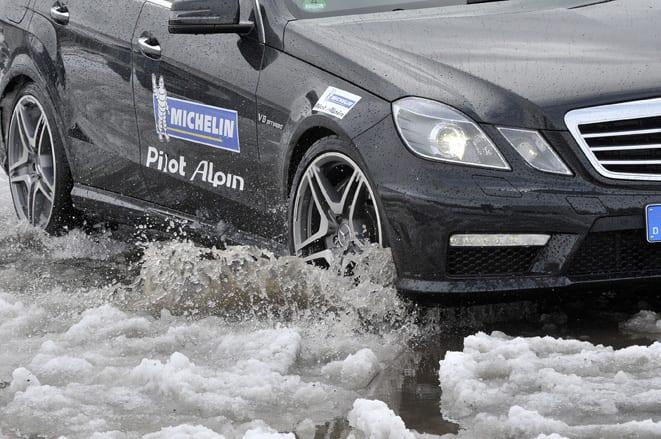 Trafikte güvenlik için kış lastikleri şart