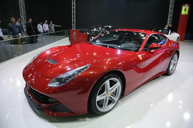 Ferrari F12berlinetta'ya Altın Direksiyon