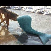 Заснеха истинска русалка на плажа в Дубай (видео)
