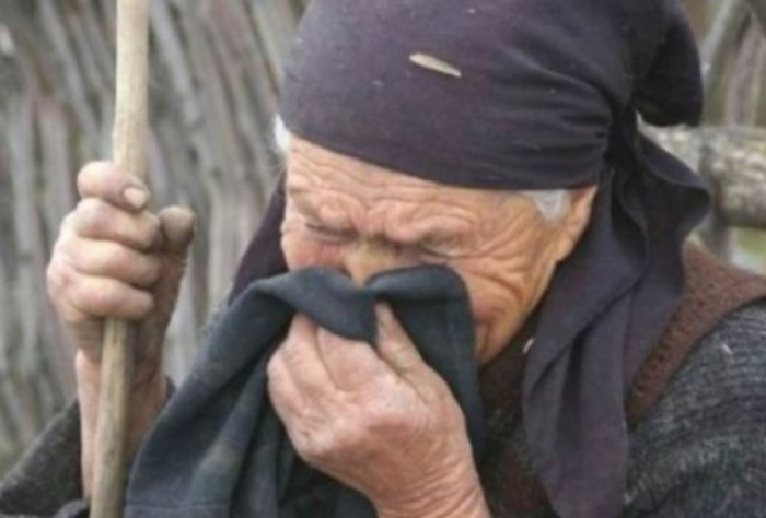 Изстрадала и отчаяна баба помоли лекаря за услуга. Когато той я чу остана без думи (тъжна история)