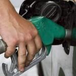 Колко работим за литър бензин