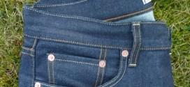 Нова мода сред дамите! Дънки с цип отзад, свален до половина! (СНИМКИ)
